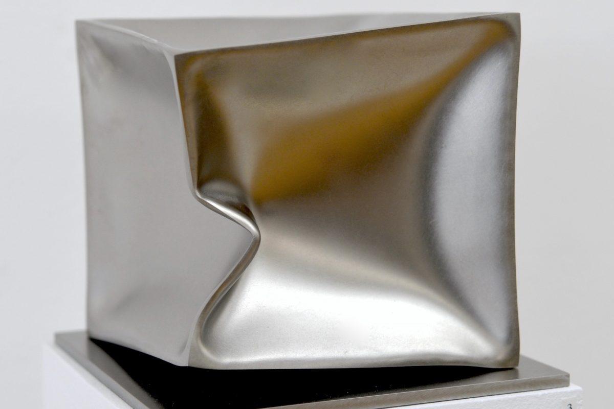 Ewerdt Hilgemann, Imploded Cube, 2018, 16 x 16 x 16 cm, Foto: Stephan Geiger