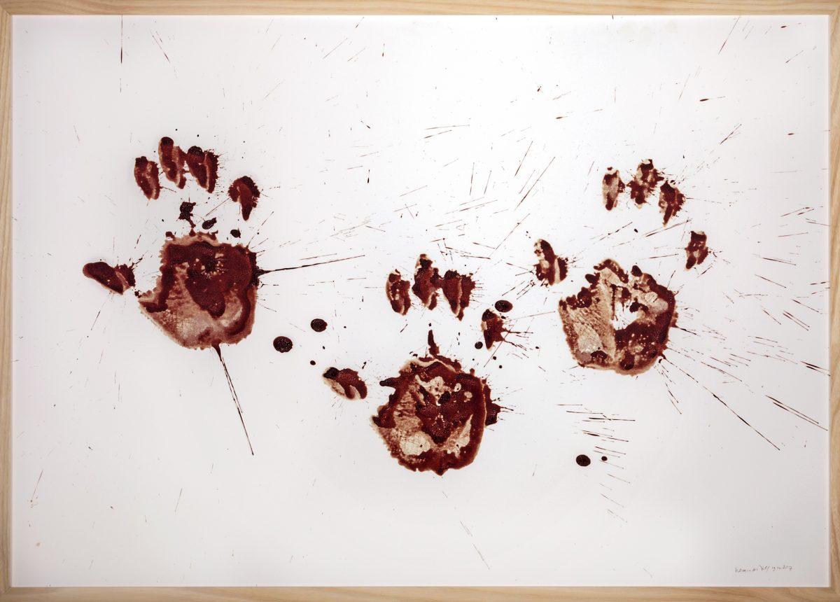 herman de vries, eigenblut,  2017, blut auf papier, 53 x 76 cm