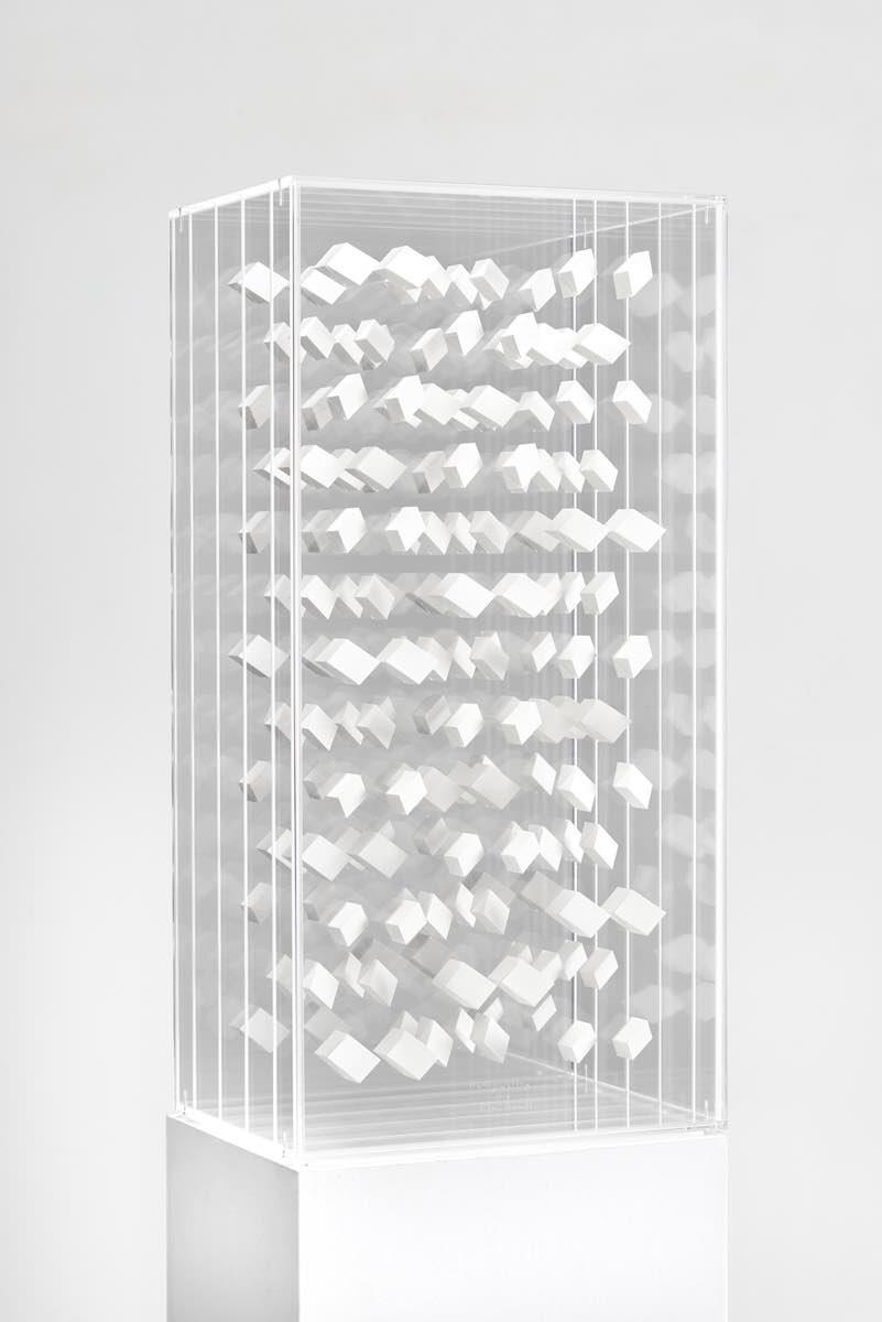 17 Klaus Staudt, Klangwelten, 2018, 60,5 x 30 x 22cm, Polystyrol, Lack, Plexiglas; Foto: Norbert Miguletz