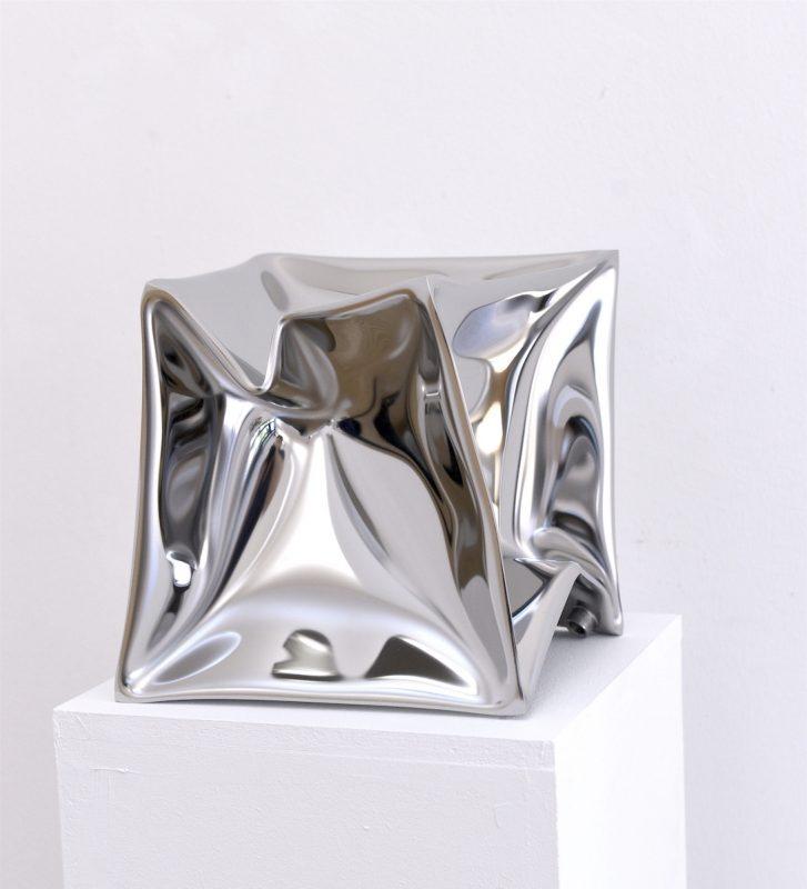 Ewerdt Hilgemann, HP Cube, 2017, Edelatahl hochglanz poliert, 25 x 25 x 25 cm