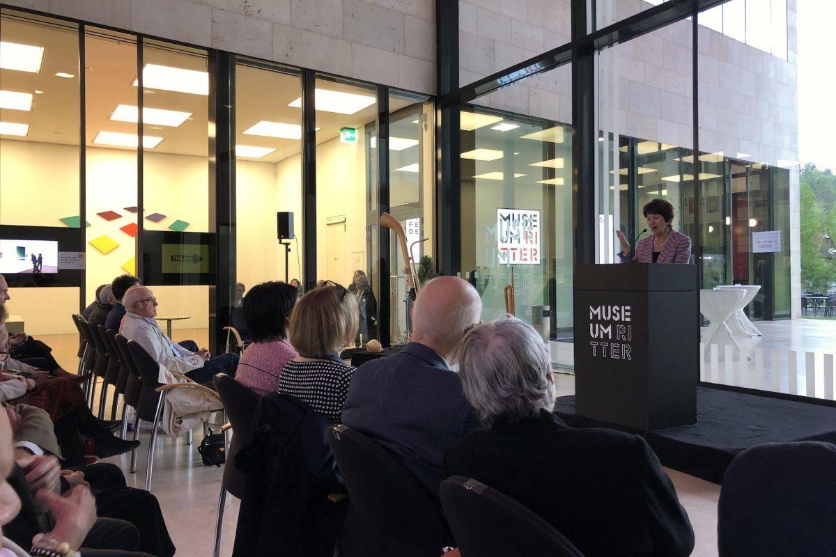 "Museumsgründerin Marli Hoppe-Ritter bei der Eröffnung ""Hans Jörg Glattfelder - Vom Besonderen zum Allgemeinen"", Museum Ritter, Waldenbuch, Foto: Stephan Geiger"