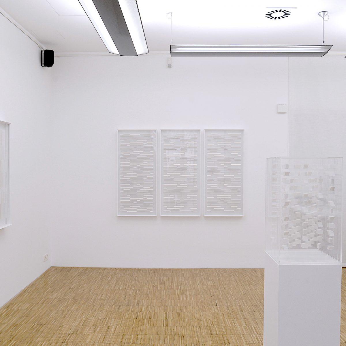 """Installationsansicht """"Klaus Staudt - Schichten und Transparenzen"""", Foto: Galerie Geiger"""