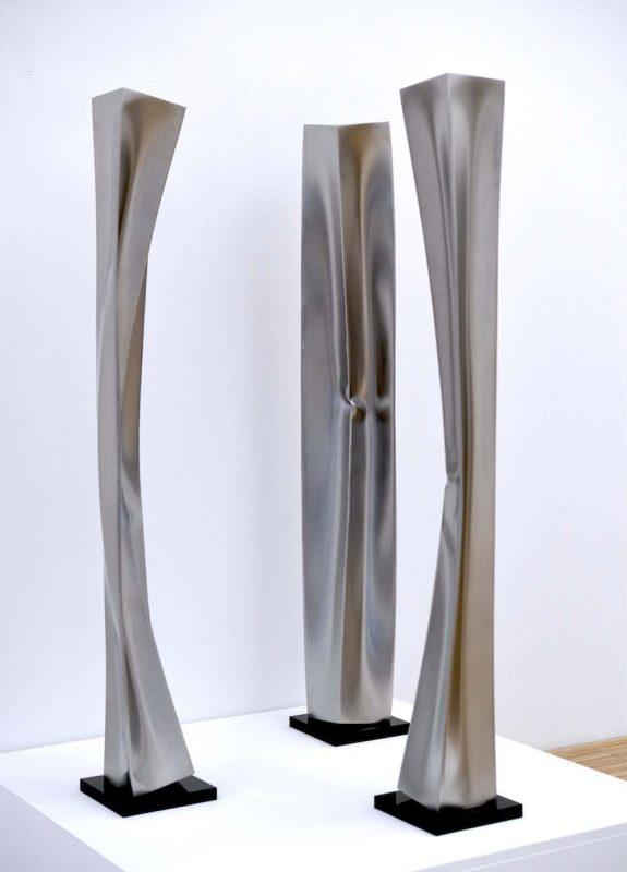 Ewerdt Hilgemann, Three of a kind, 2016, Edelstahl, drei Teile je 100 x 10 x 10 cm